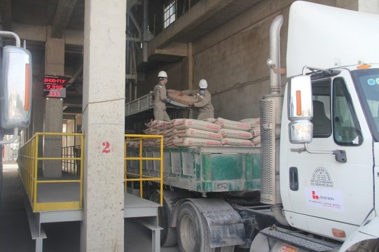 Long Son Cement Packing Factory in Long An released the first batch of cement to the market successfully.