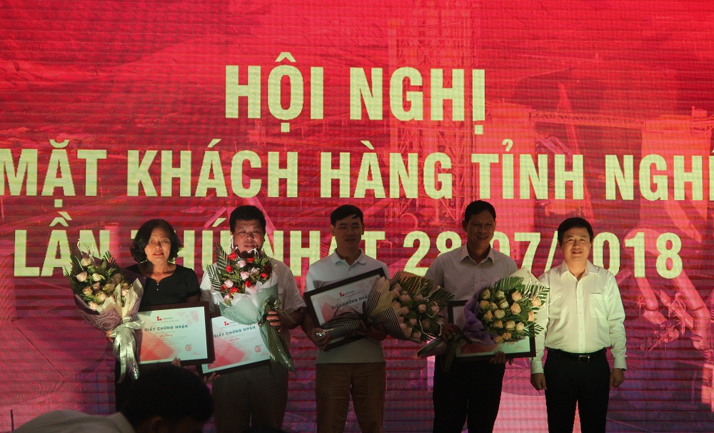 Long Son Cement  held 1st customers conference in Nghe An