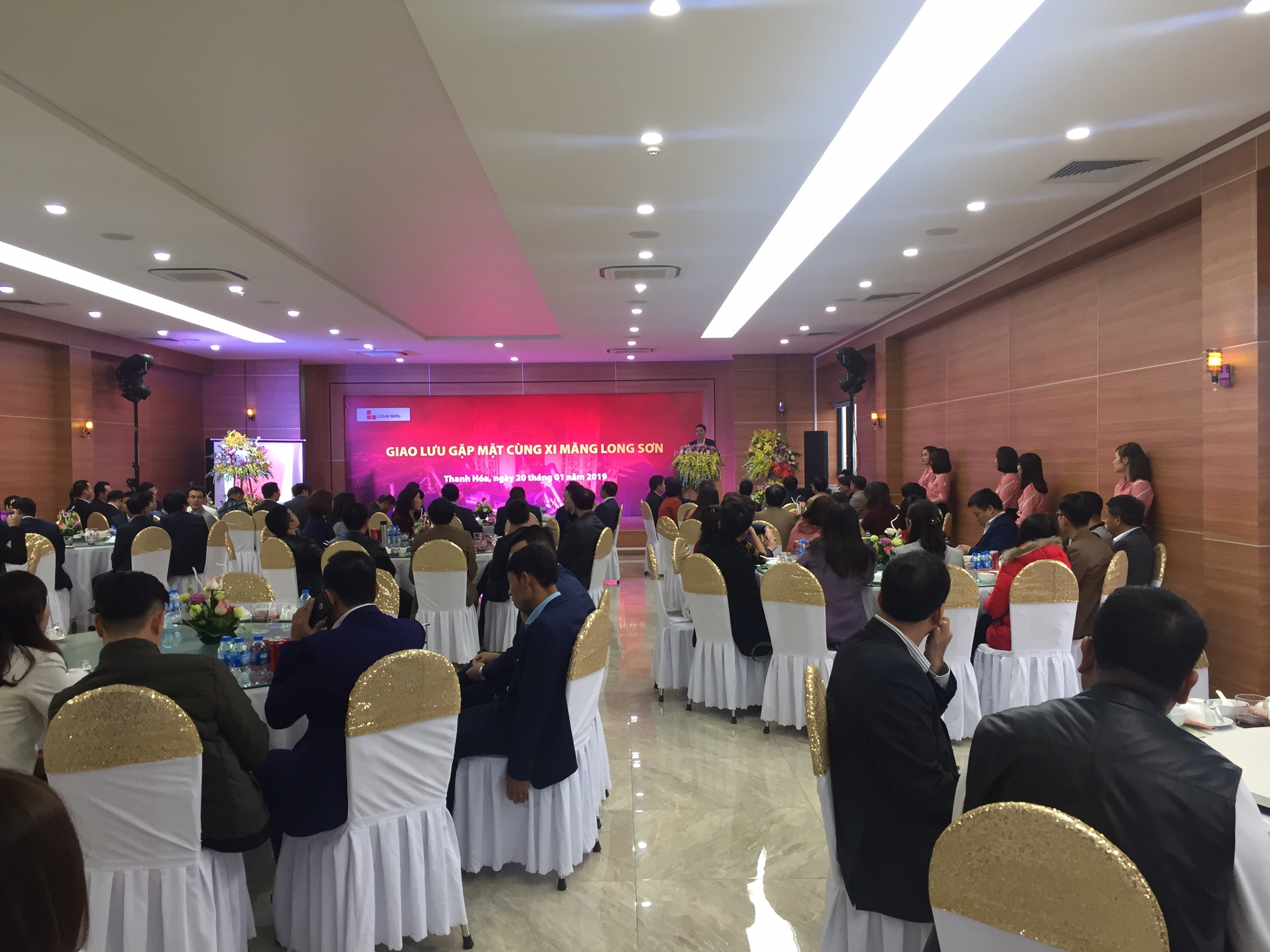 Long Son Cement met its distributors of Northern, Central and Southern regions in Lunar New year 2019.