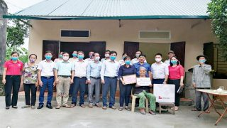 Long Son Cement Company donates charity houses to less fortunate households in Thanh Hoa province