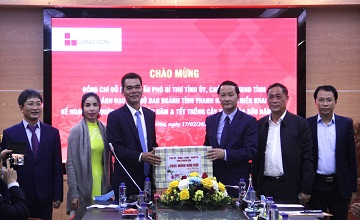 Chairman of the People's Committee and leaders of departments of Thanh Hoa province attended the launching ceremony at the beginning of the year of Long Son Cement Company