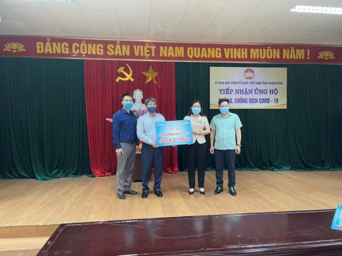 Long Son Cement Company donates 5 billion VND for COVID-19 prevention activities and Thanh Hoa Relief Fund