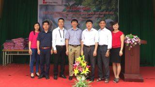 Nhà máy Xi măng Long Sơn tổ chức tặng quà cho các em học sinh nghèo tại Bắc Giang