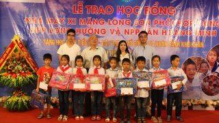 Xi măng Long Sơn tổ chức trao học bổng cho học sinh nghèo vượt khó năm học 2017 – 2018