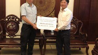 Công ty Xi măng Long Sơn đến thăm hỏi và ủng hộ đồng bào vùng bão lũ tỉnh Khánh Hòa.