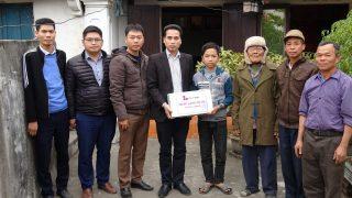 Xi măng Long Sơn – Trao kinh phí hỗ trợ học tập cho học sinh có hoàn cảnh khó khăn.