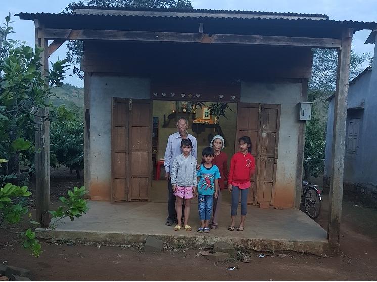 Nhà máy Xi măng Long Sơn – Tiếp sức đến trường cho trẻ em có hoàn cảnh khó khăn.