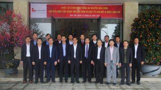 Chủ tịch Ủy ban Nhân Dân tỉnh Thanh Hóa tới thăm và dự lễ ra quân đầu năm Nhà máy Xi măng Long Sơn.