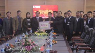 Chủ tịch Ủy ban Nhân Dân cùng các đồng chí lãnh đạo thị xã Bỉm Sơn tới thăm và Chúc tết Xi măng Long Sơn.