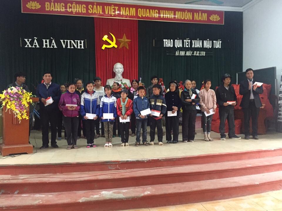 Xi măng Long Sơn – Trao quà tết Xuân Mậu Tuất 2018.