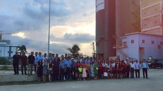 Khách hàng vào thăm Nhà máy đóng bao Xi măng Long Sơn tại Ninh Thủy – Khánh Hòa.