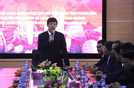 Chủ tịch Ủy ban Nhân Dân tỉnh Thanh Hóa tới thăm và dự lễ ra quân đầu năm của Công ty Xi măng Long Sơn.