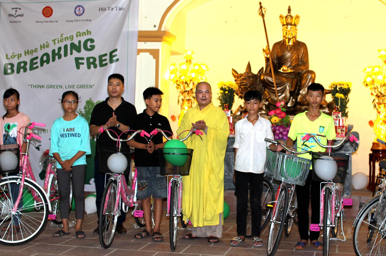 Xi măng Long Sơn – Đồng hành cùng học sinh trong ngày hè sôi động.