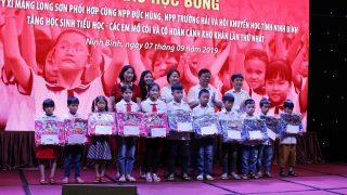 Trao học bổng cho 105 học sinh mồ côi, hoàn cảnh khó khăn tại tỉnh Ninh Bình