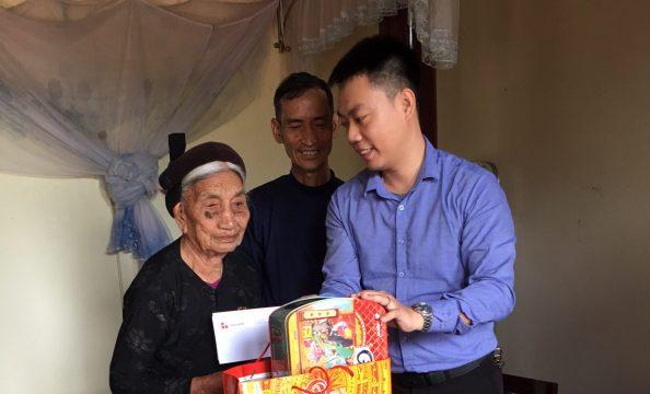 Công ty Xi măng Long Sơn thăm hỏi và chúc tết Mẹ Việt Nam Anh Hùng xuân Canh Tý 2020