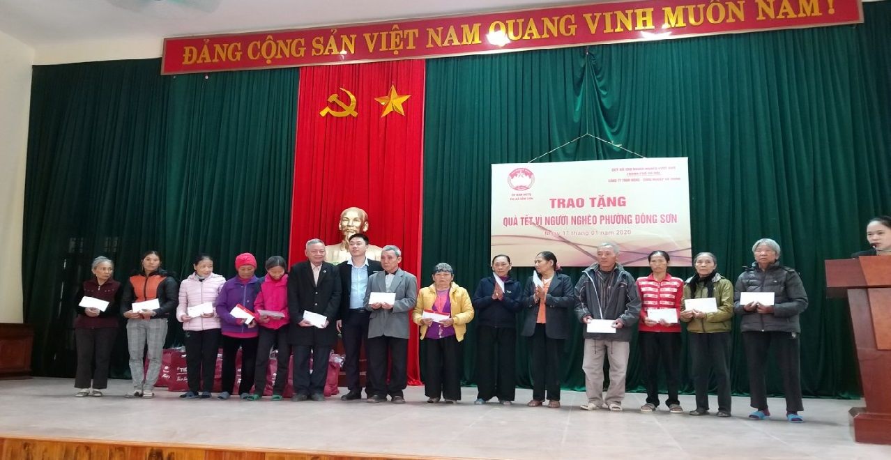 Xi măng Long Sơn trao tặng quà tết vì người nghèo Xuân Canh Tý 2020