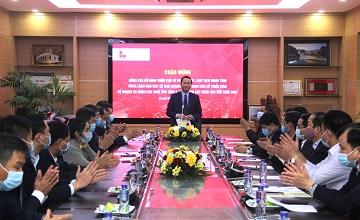 Chủ tịch UBND và Ban lãnh đạo các sở ban ngành tỉnh Thanh Hóa tham dự lễ ra quân sản xuất đầu năm Công ty Xi măng Long Sơn.